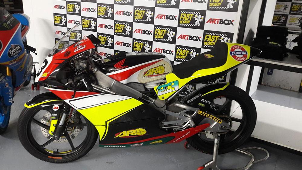 Taller de pintura de motos de competición